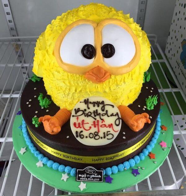 Bánh sinh nhật hình chú gà con hoặc vịt con