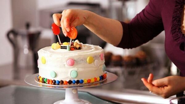 Bánh sinh nhật có rất nhiều cách đọc khác nhau ở các nước Phương Tây.