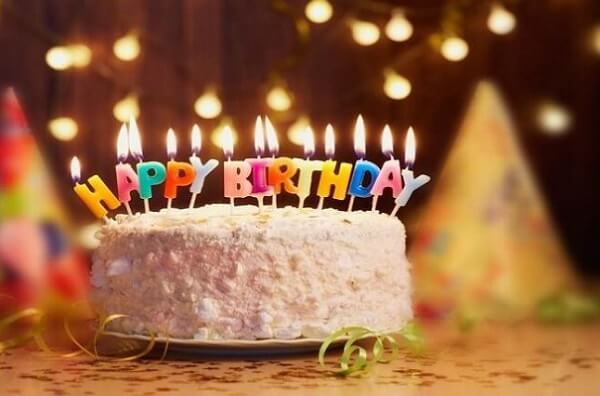 Đừng quên những chiếc bánh sinh nhật nữa nhé.