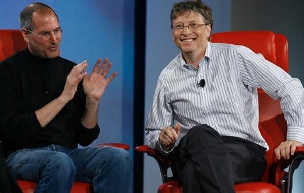 Bill Gates và Steve Jobs (trái).