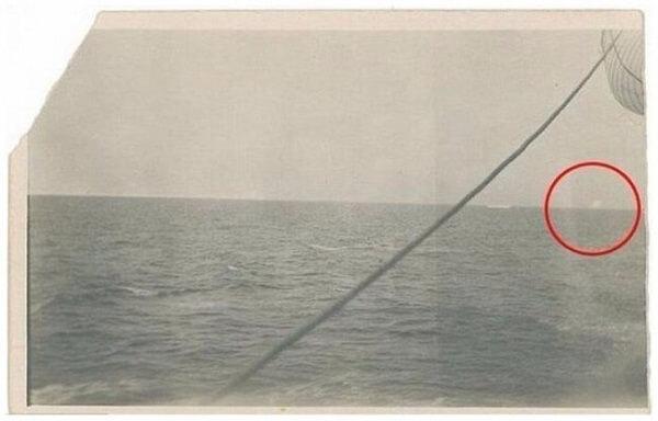Đây là bức ảnh tảng băng mà tàu Titanic huyền thoại đâm phải.