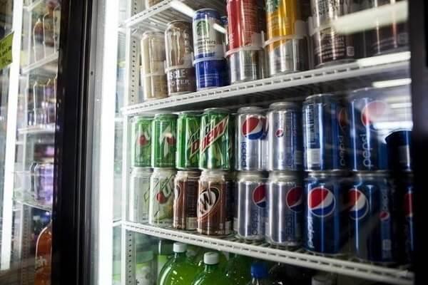 Không dùng đồ uống chứa nhiều calorie như soda hay nước quả đóng hộp