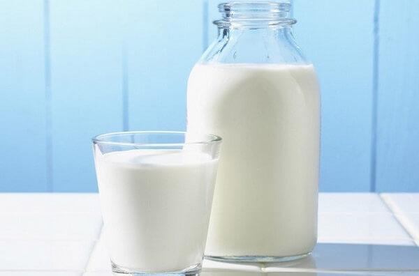 Cách rửa mặt bằng sữa tươi không đường