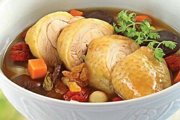Canh gà hầm thuốc bắc với thịt gà chín mềm, đậm đà hương vị Ảnh Internet