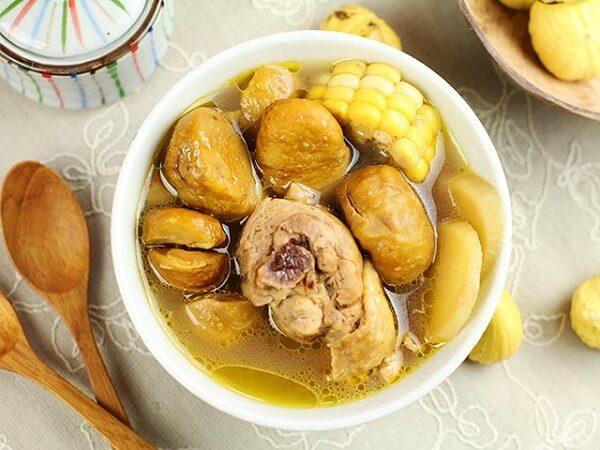 Canh gà hầm là món ăn vừa thơm ngon lại vừa bổ dưỡng Ảnh Internet