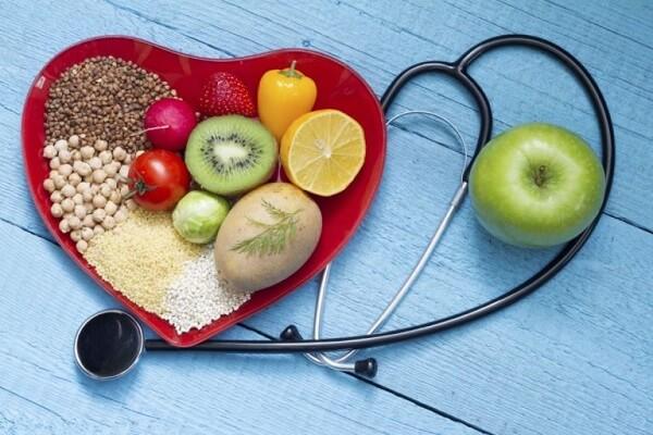 Cà chua chứa nhiều chất khác nhau, kali, choline vitamin C