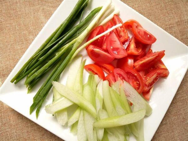 cách nấu bún sườn chua dọc mùng 2