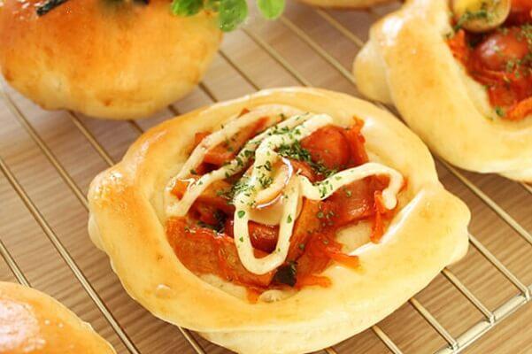 Lạ miệng với món bánh mì nhân gạo cay Hàn Quốc