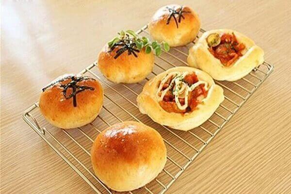 Món bánh mì nhân gạo cay Hàn Quốc đã hoàn thành