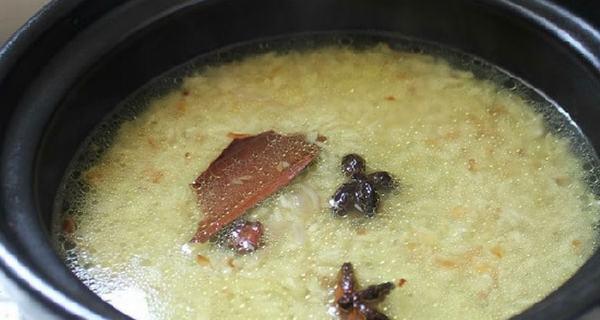 Nước luộc gà cho vào nồi gạo nấu cơm