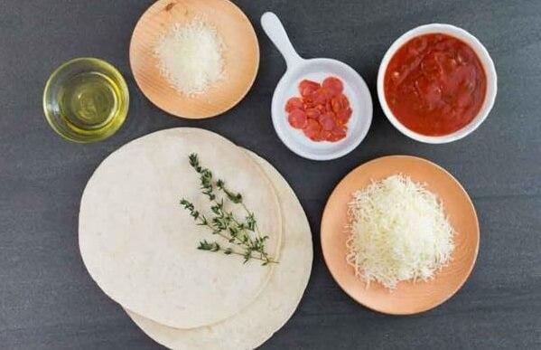 Nguyên liệu để làm pizza xúc xích thơm ngon hấp dẫn