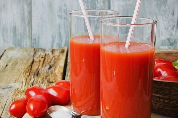 Uống nước ép cà chua sáng và tối trước khi đi ngủ giúp da sáng mịn hơn
