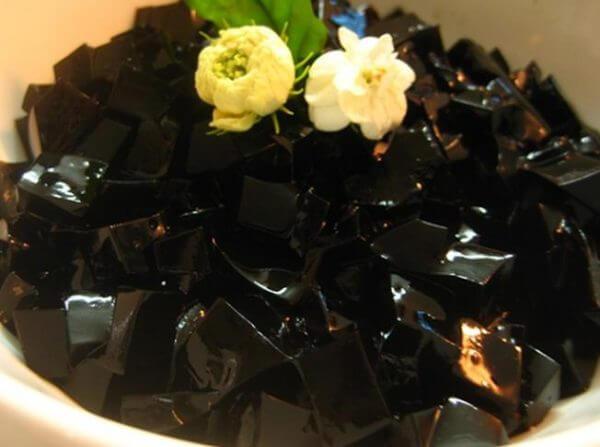 Cách làm thạch đen từ lá thạch vừa mịn vừa giòn – làm thạch đen