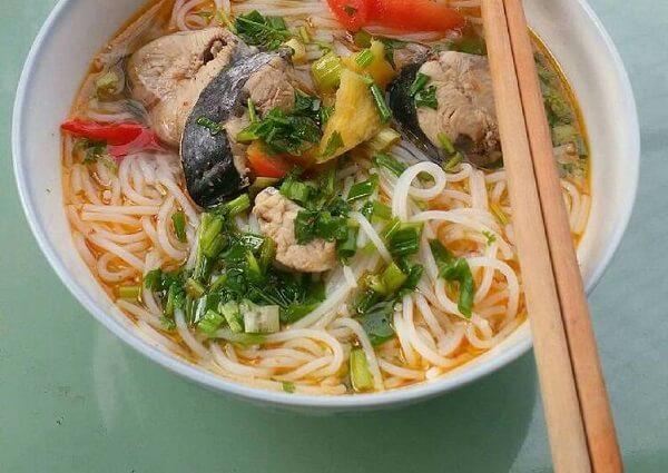 Món bún cá ngừ ngon đậm đà sẵn sàng (ảnh: Internet)