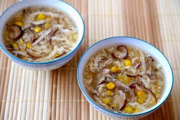 Thay đổi khẩu vị với súp ngô gà nấm.