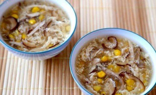 Cách nấu súp gà nấm thập cẩm hương thơm ngon và bổ dưỡng cho cả nhà