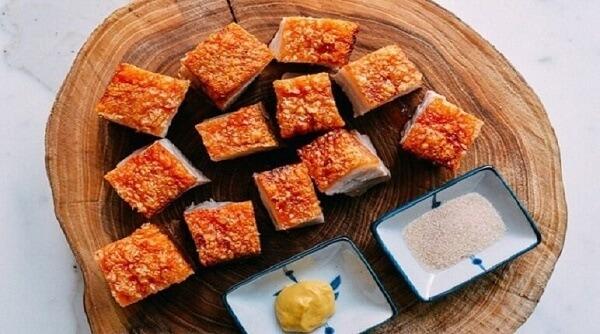 Nướng thịt bằng lò nướng giúp da thịt vàng rộm