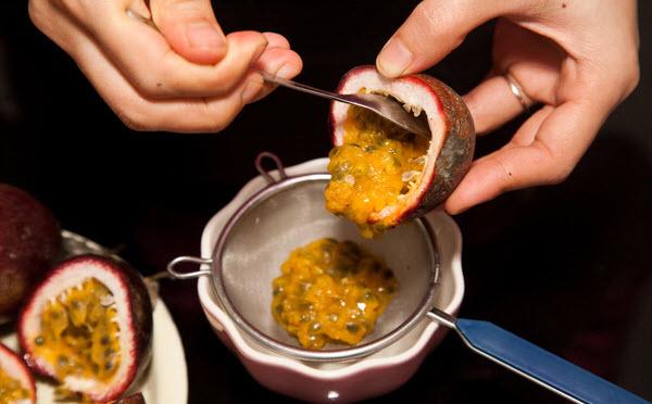 Cách làm bánh flan caramen chanh leo – Lọc chanh leo