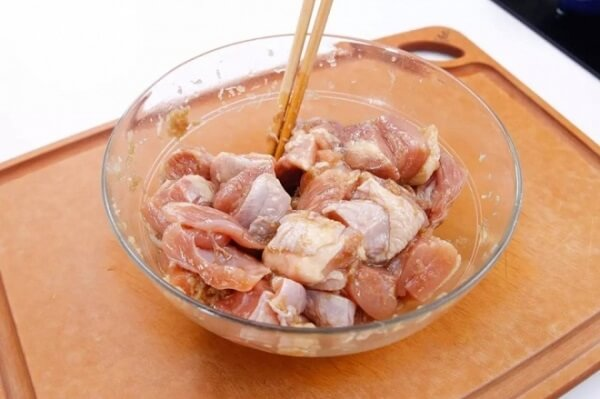 tẩm ướp gia vị cho thịt gà