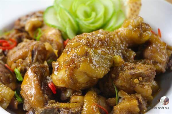 Cách làm gà roti ngũ vị hương, nước dừa ngon cơm tại nhà
