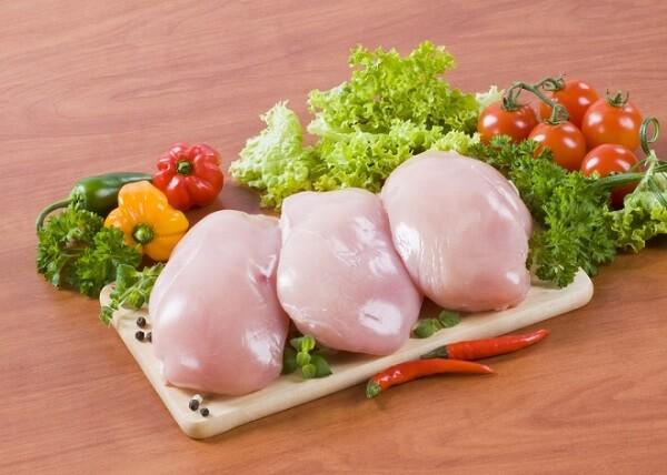 Bạn cần chuẩn bị khoảng 500g lườn gà loại tươi. Ảnh: Internet