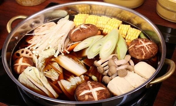 Lẩu nấm nóng hổi chứa nhiều chất dinh dưỡng. Ảnh: Internet