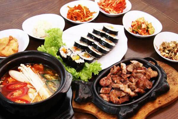 Một điểm đặc biệt nữa là món sườn được phục vụ tại đây do đầu bếp người Hàn 100%