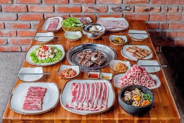 Gogi house còn phục vụ các suất buffet với các mức giá hạt dẻ từ 165k đến 299k