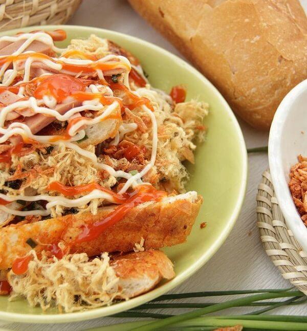 2 cách làm bánh mì nướng muối ớt bằng lò nướng hoặc bằng chảo tại nhà