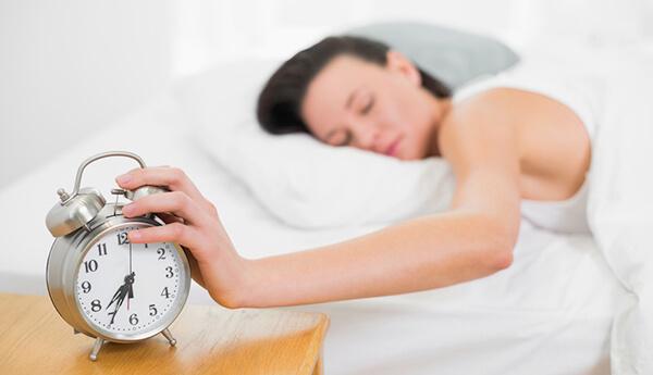 Những người ngủ không đủ giấc có mức hoóc-môn căng thẳng cao hơn (Ảnh: phillymag.com)