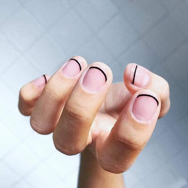 Kiểu nail vạch kẻ tối giản - Những kiểu vẽ móng đẹp nhất hiện nay