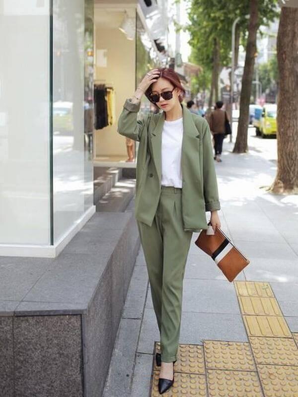Áo xanh rêu mix cùng quần xanh rêu