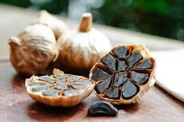 Người bị đau dạ dày có ăn được tỏi đen không, tác dụng của tỏi đen với dạ dày