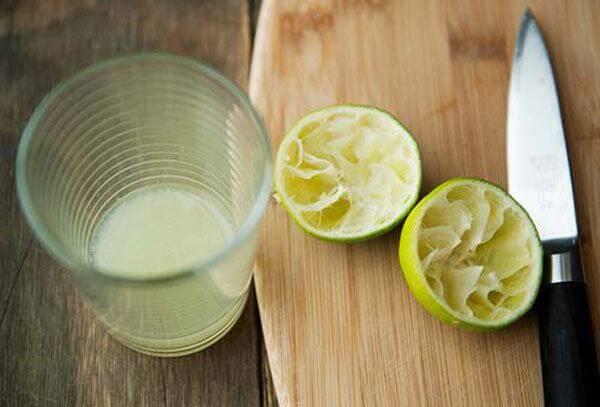 Lựa chọn những quả chanh tươi để làm nước chấm chân gà nướng nhé
