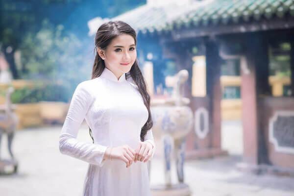 tà áo dài là nét đẹp truyền thống của người con gái Việt Nam từ xưa cho đến nay