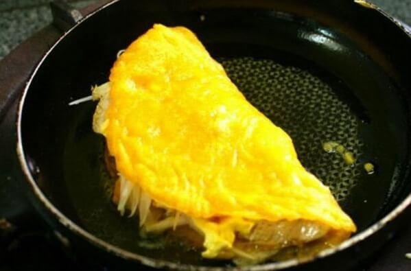 Bánh chín có màu vàng đẹp mắt