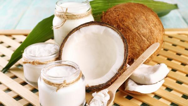 Sử dụng đầu dừa kết hợp với sữa chua