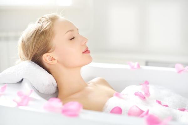 Tắm bằng nước sạch và cảm nhận sự lưu thông của các dòng huyết mạch trong cơ thể