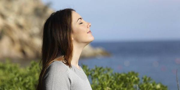 Hít thở sâu đều đặn giúp cơ thể khỏe mạnh và giảm mỡ bụng