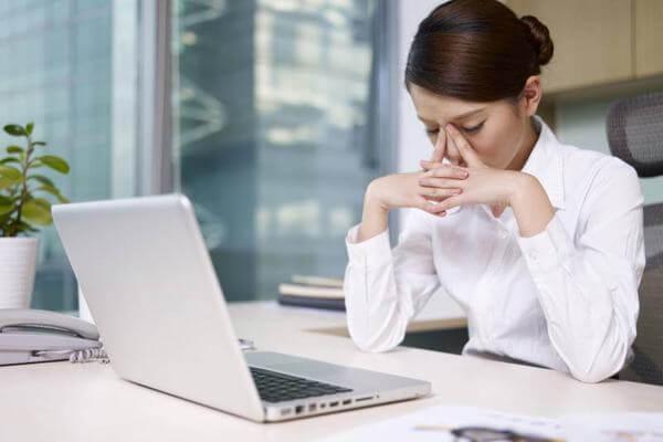 Những cô nàng công sở cảm thấy lo lắng về mỡ bụng của mình
