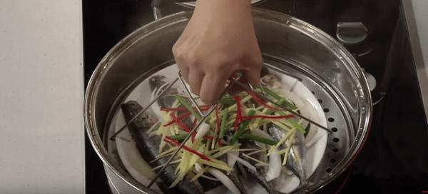 Cho đĩa cá nục vào nồi hấp khoảng 15 phút Ảnh Internet