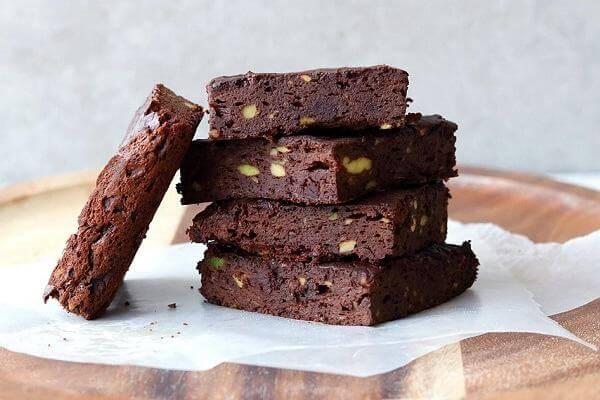 Hoàn thành cách làm bánh Caramel Walnut Brownies rồi