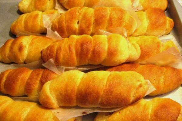 Bánh mì ngọt làm bằng lò vi sóng ở nhà rất đơn giản