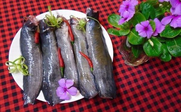 Mổ bụng và làm sạch cá