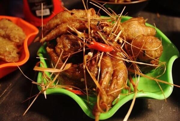 Món chân gà xào thơm phức khiến cả nhà thích mê.Cách làm chân gà xào sả ớt chua cay