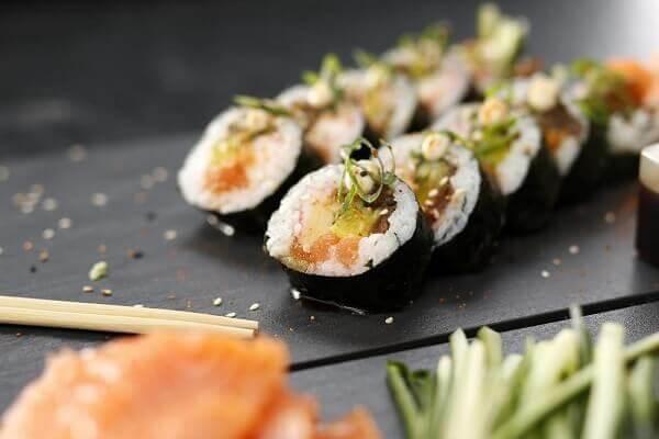 Cách làm cơm cuộn rong biển Hàn Quốc ngon, nguyên liệu dễ tìm