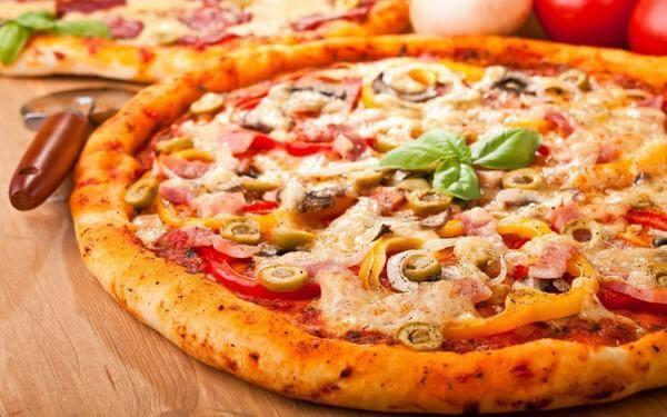 Hướng dẫn cách làm bánh pizza xúc xích thơm ngon đơn giản ngay tại nhà