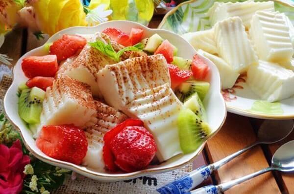 Cách làm sữa chua dẻo trái cây cho bé bằng lá gelatin, bột gelatin