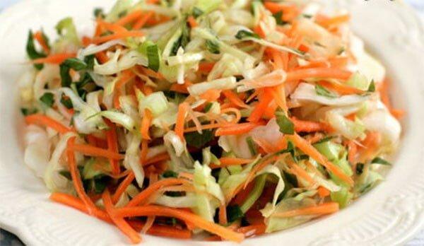 Sao ta không thử làm cho mình một hũ bắp cải muối chua tại nhà?