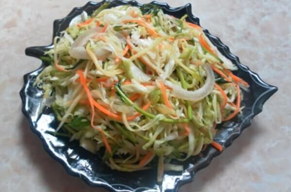 Bắp cải muối là món ăn chống ngán quen thuộc